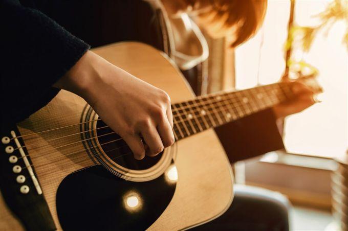 С чего начать обучение игре на гитаре
