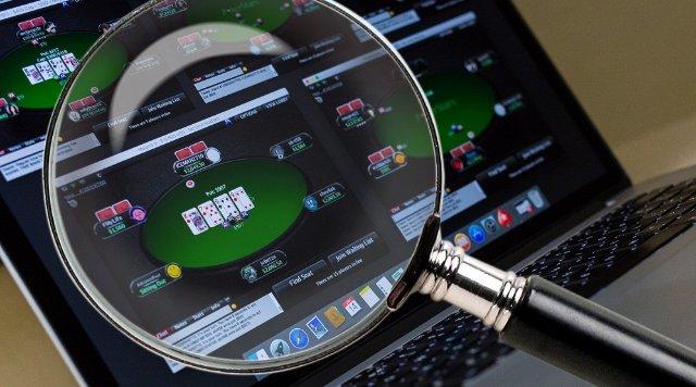 Как выбрать сайт для игры в покер?