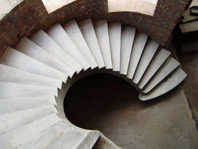 Бетонные лестницы: выгоды и преимущества конструкций