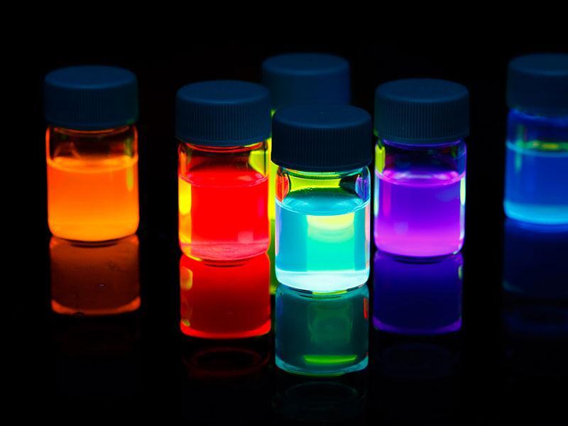 Большой выбор оттенков светящейся краски от производителя